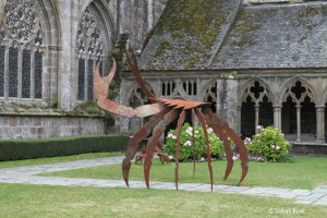 Krabben tentoonstelling in kloostergang Treguier